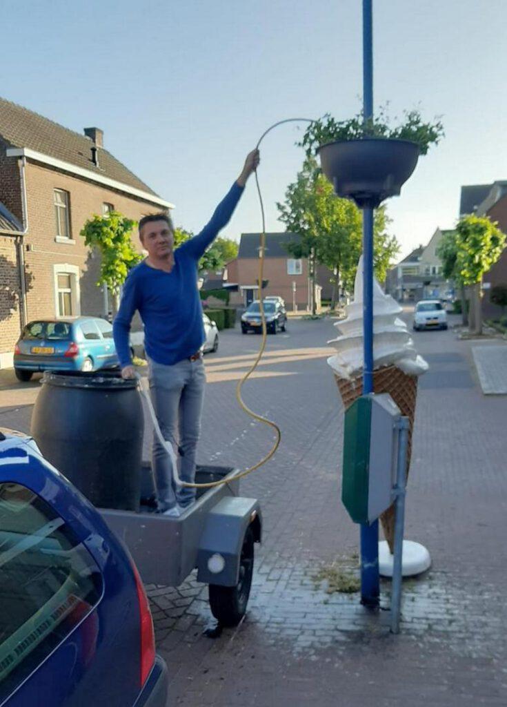 Hieël Hael: Groenproject - bloembakken op de Dorpsstraat en het Wilhelminaplein