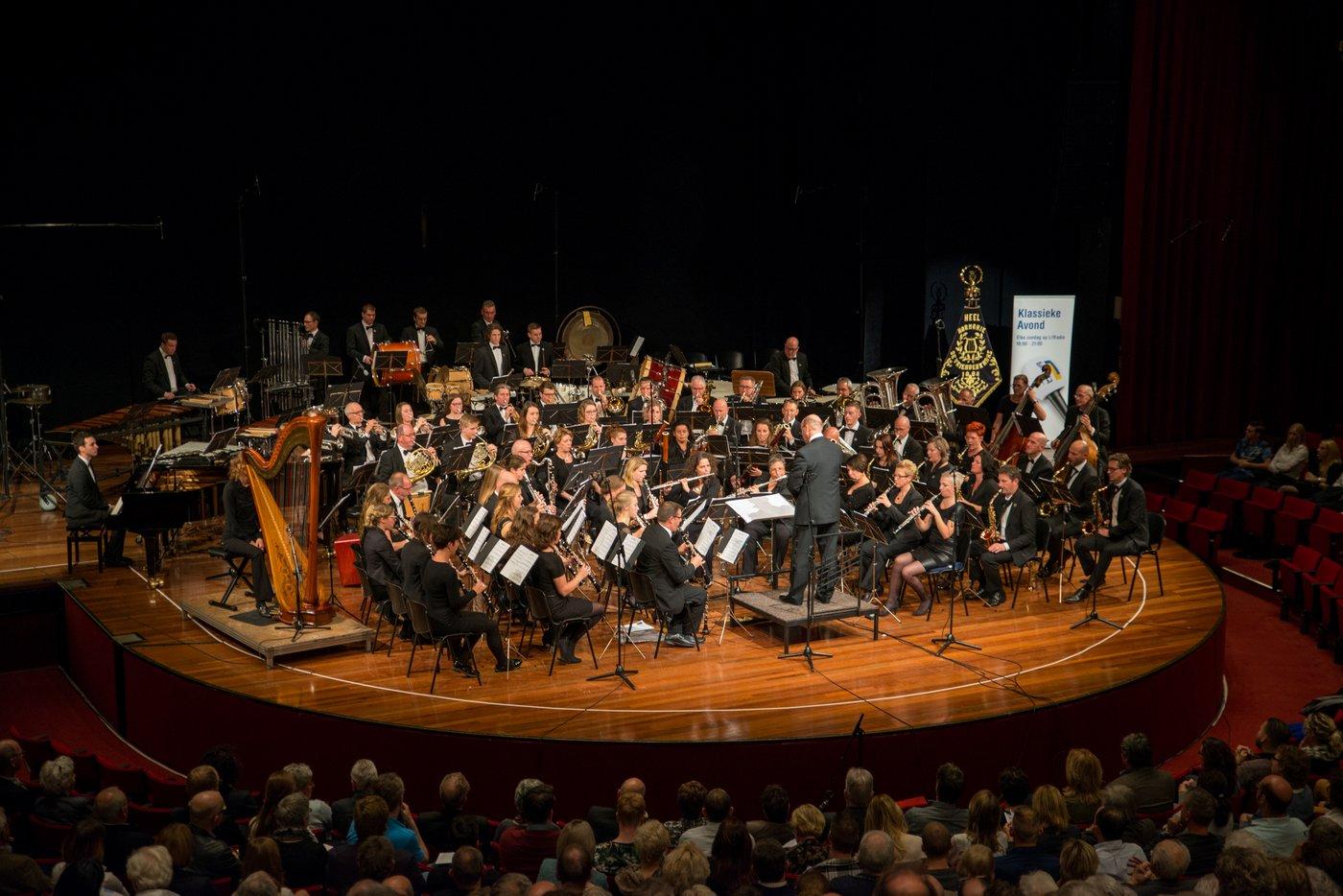 Harmonie de Vriendenkrans: 'grote harmonie' o.l.v. Martien Maas in De Oranjerie (Bondsconcours 2015)